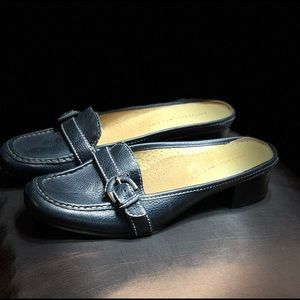 Antonio Melani soft navy leather low heels
